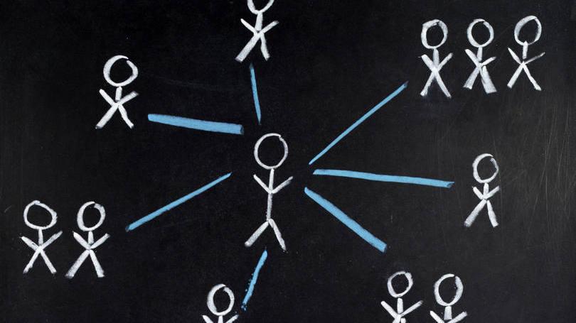 size_810_16_9_pessoa-conectada-a-outras